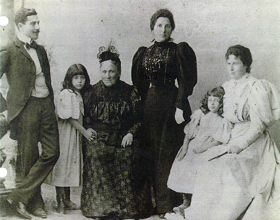 Langermann family group from the 1890s: Isador?, Josie, Auguste, Charlotte, Bella, Lina