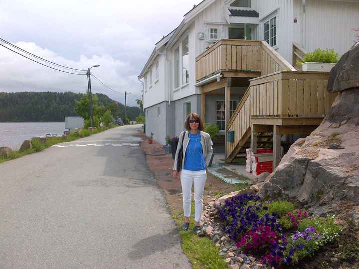 Ronnaug by her retirement home in Svelvik